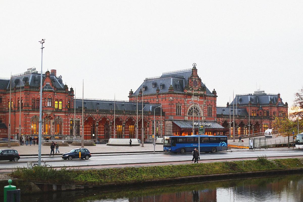 Budynek dworca w Groningen
