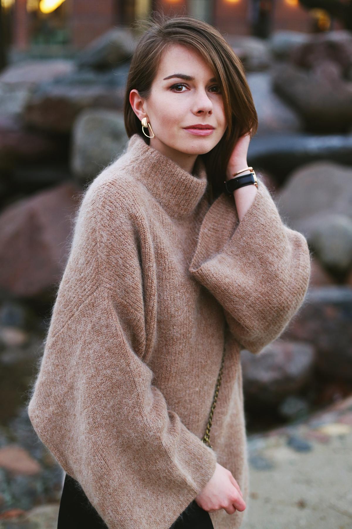 Stylizacja z wielkim wełnianym swetrem