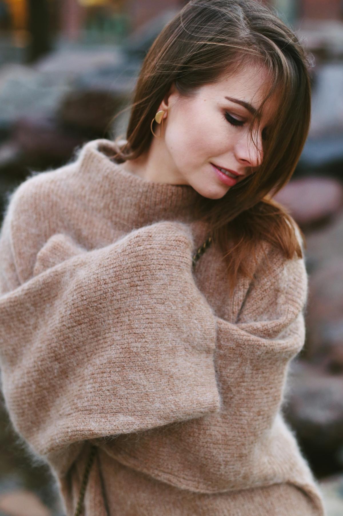 Przeskalowane rękawy - stylizacja zimowa