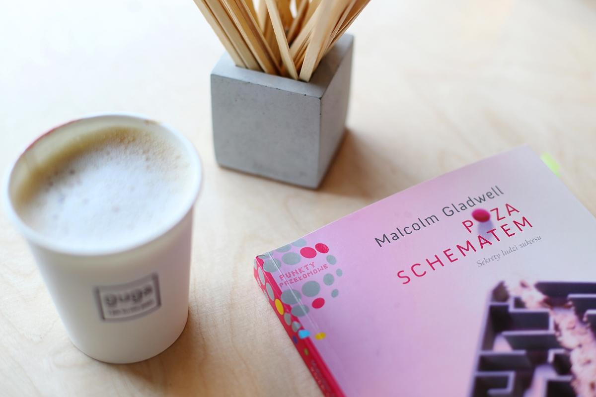 """""""Poza schematem"""" - książka, która demaskuje prawdę o sukcesie"""