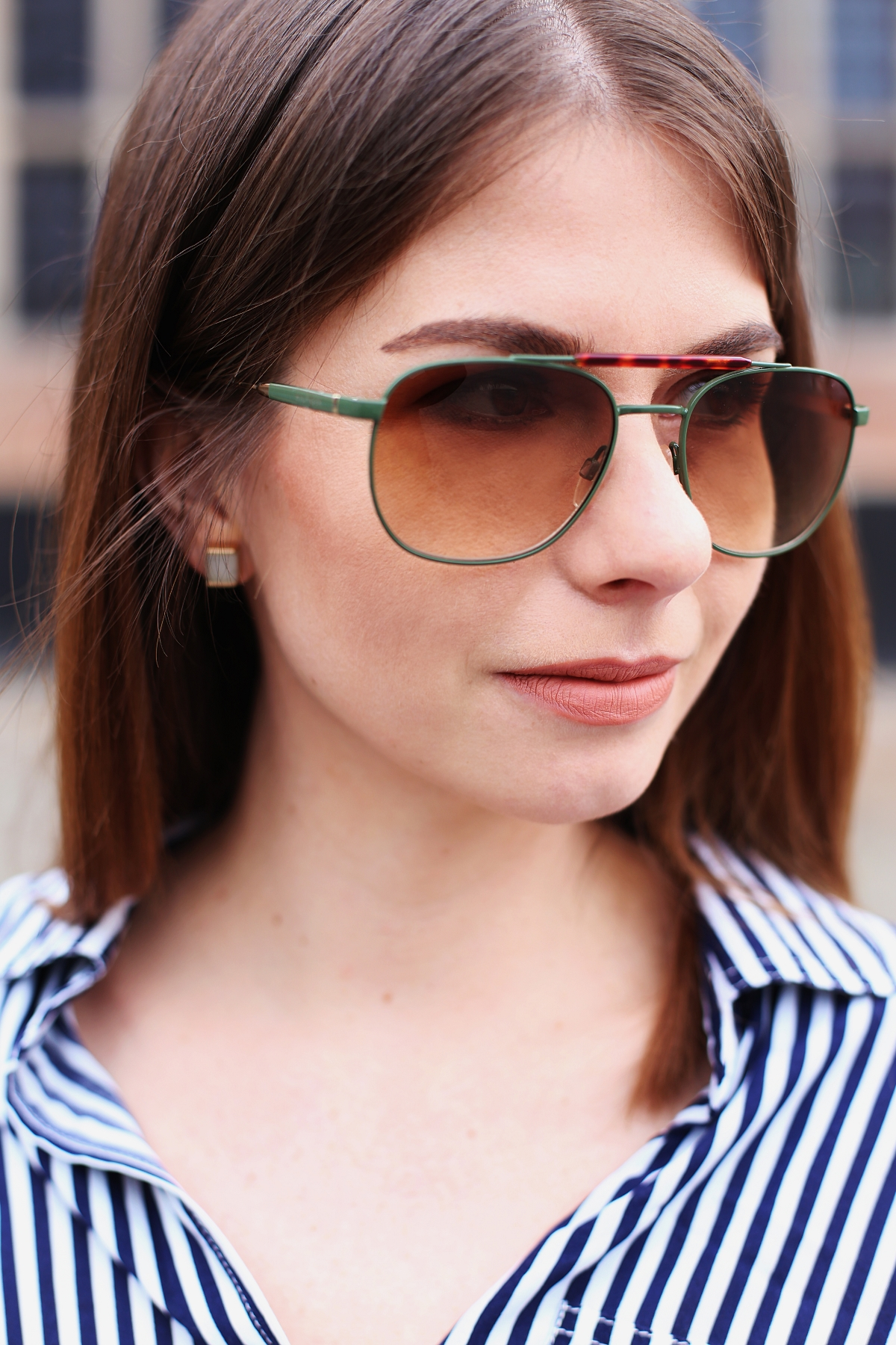 Okulary Tommy Hilfiger & pasiata koszula