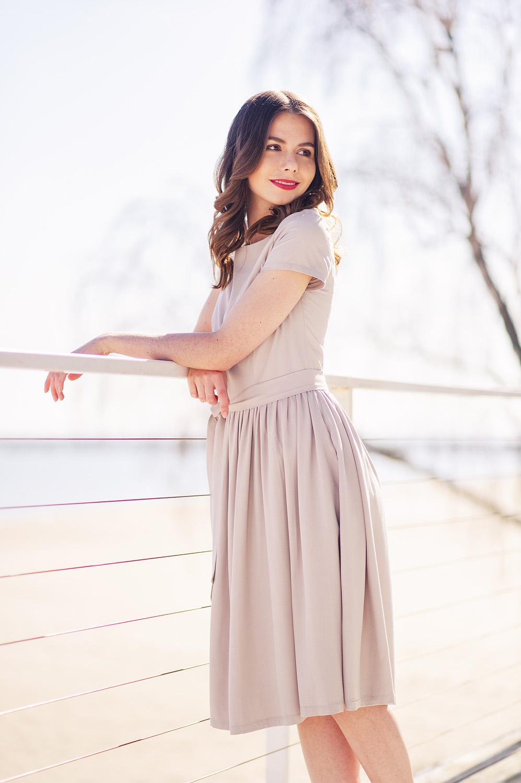 Jasnoszara Melia na wiosnę - Marie Zelie