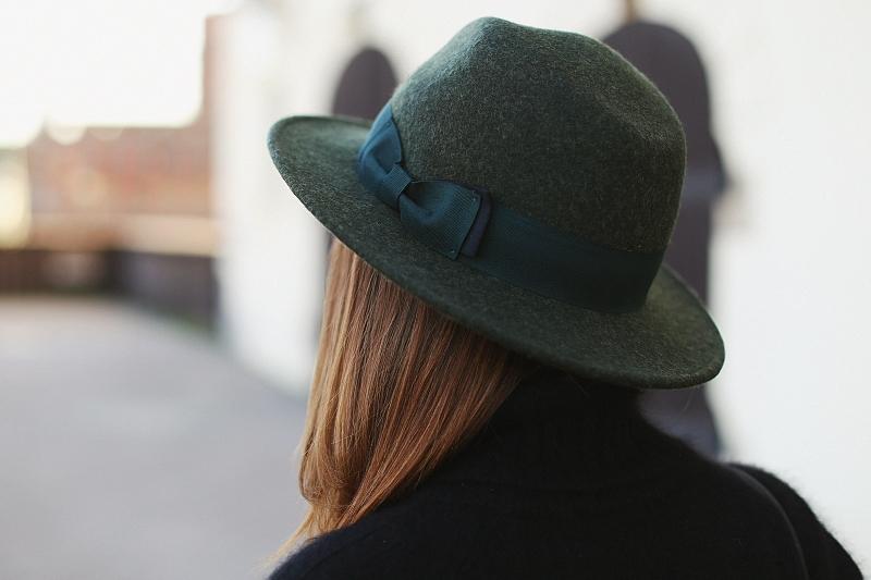 Zielony wełniany kapelusz