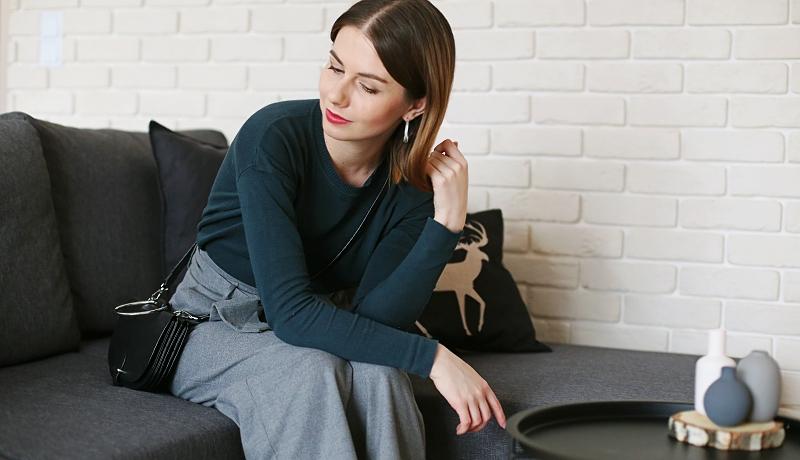 Witaj 2018 - minimalizm - cienki sweter i szare spodnie culottes