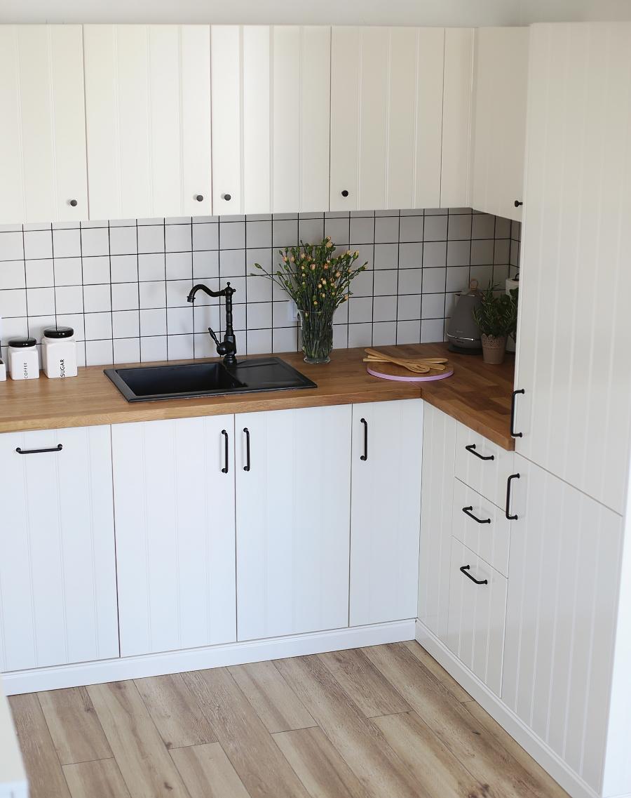 Kuchnia Ikea Hittarp, kwadratowe płytki