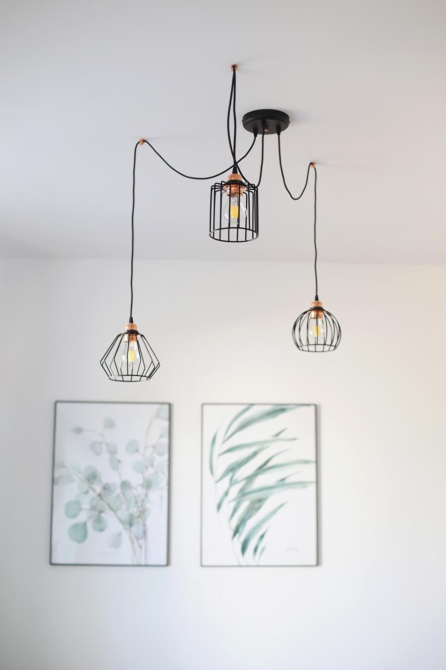 Salon z zielonymi akcentami – druciana lampa