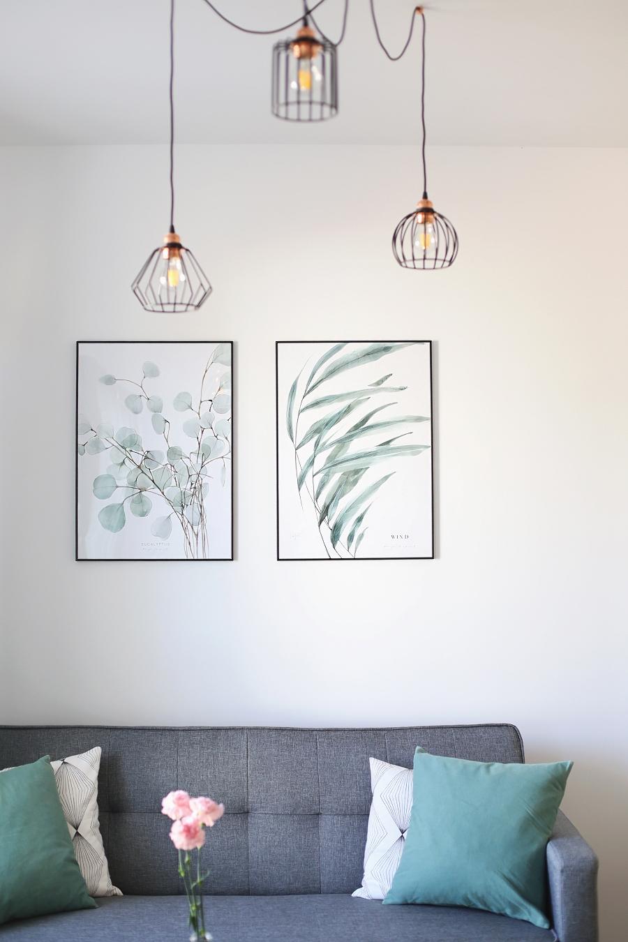 Salon z zielonymi akcentami - obrazy Margo Hupert