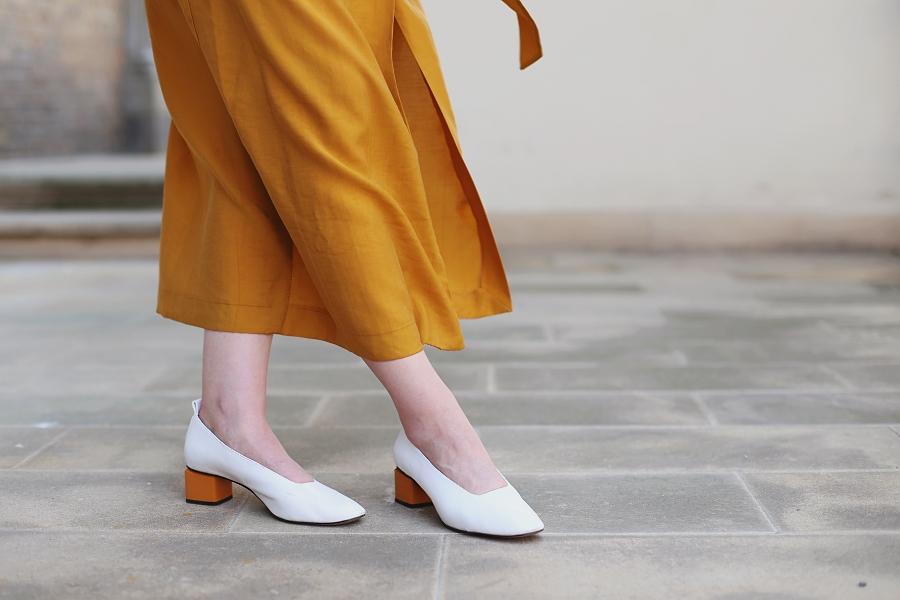 Białe pantofle Mango