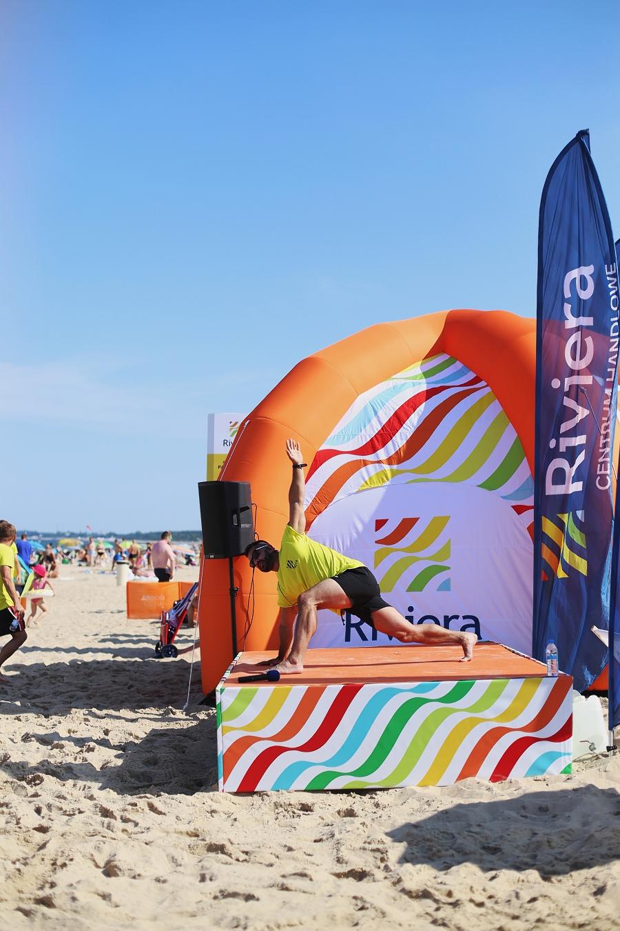 Słoneczny Patrol Riviery i TK Maxx - ćwiczenia na plaży