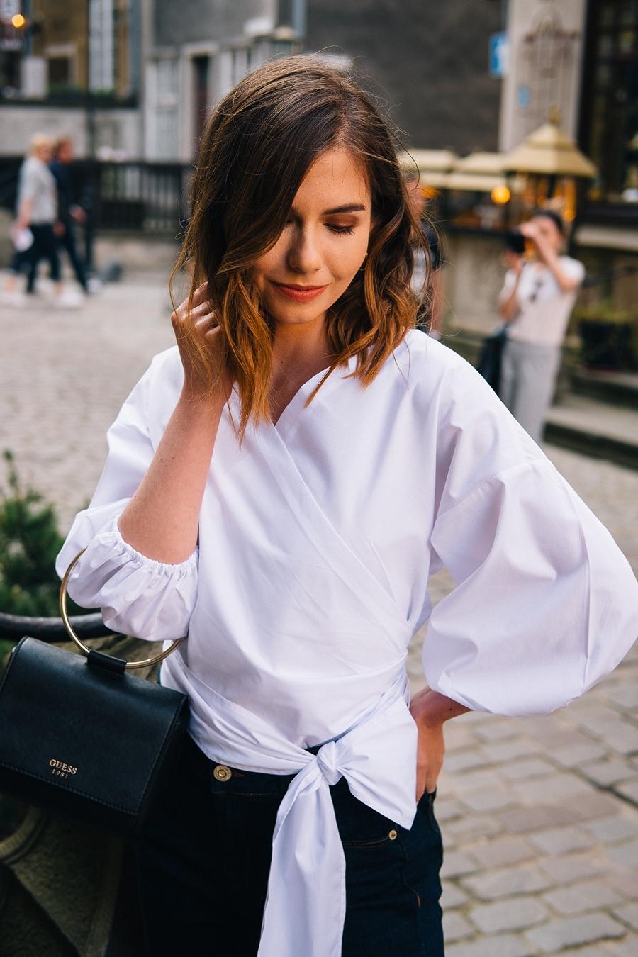 Answear.com - biała koszula z bufiastymi rękawami - stylizacja do pracy
