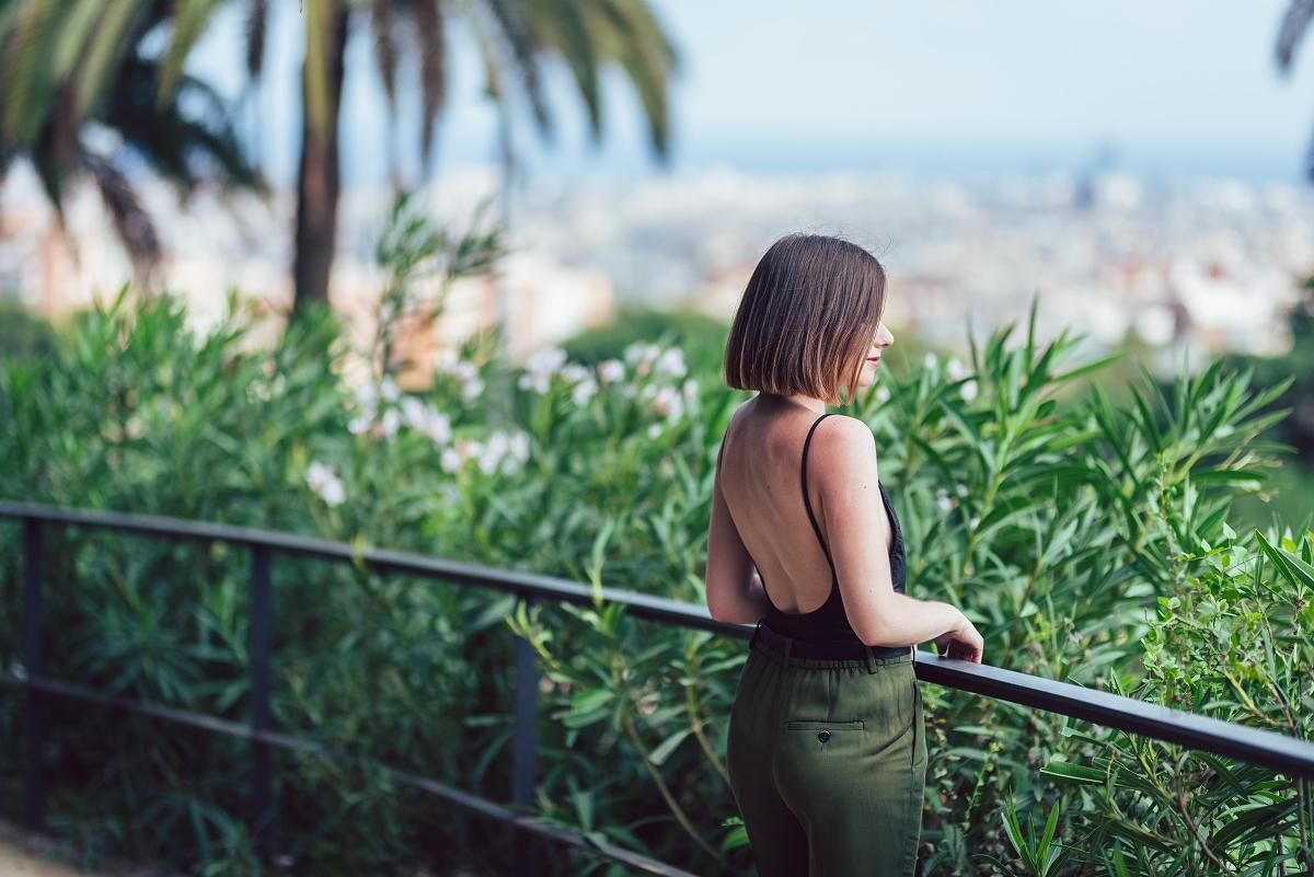 Park Güell Barcelona sesja modowa jesienne trendy