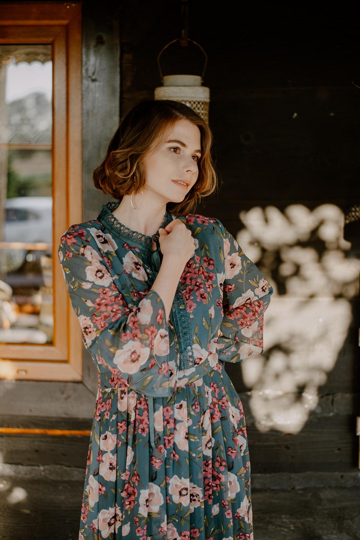 zwiewna sukienka jak nosić jesienią