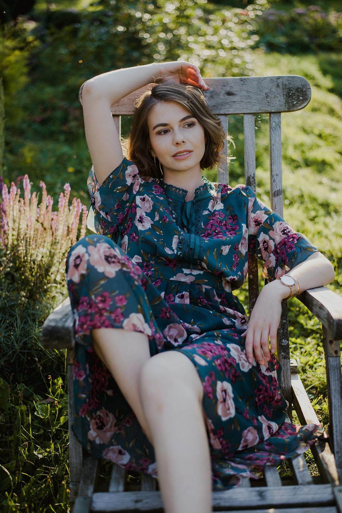 Zwiewna sukienka - jak nosić ją jesienią?