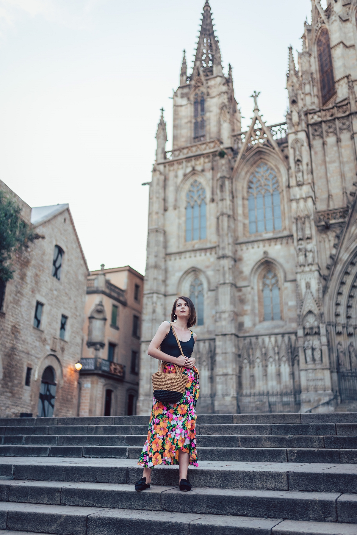 Barcelona Katedra Świętej Eulalii wzorzysta spódnica długość 7/8
