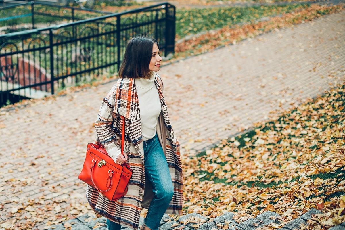 jesienna stylizacja michael kors płaszcz oversize krata