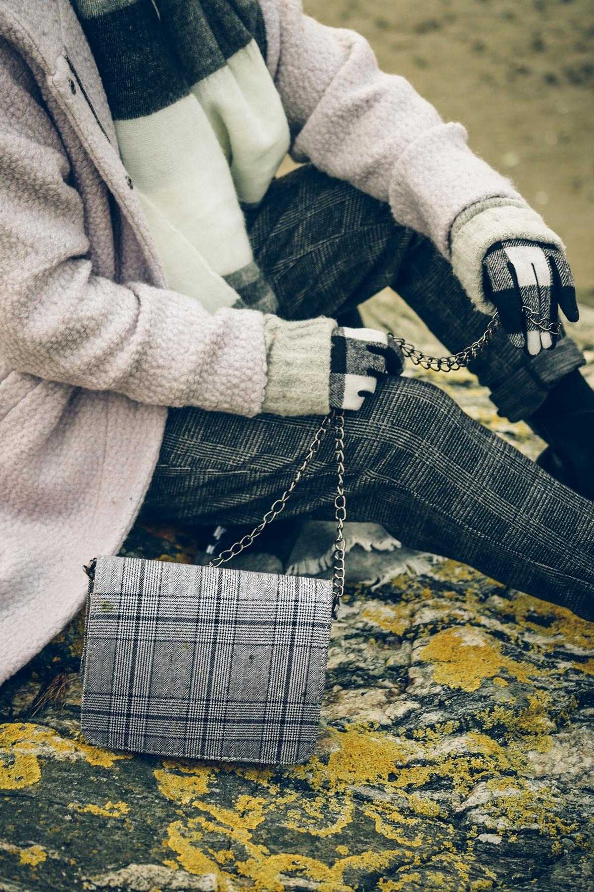 skandynawski look moodo spodnie torebka w kratę