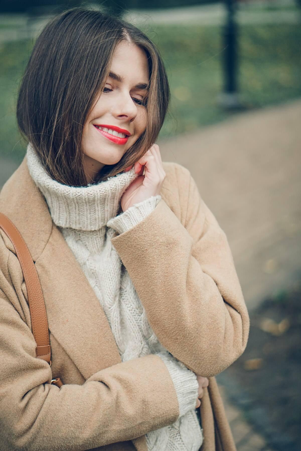 beż sweter secondhand jesienna stylizacja