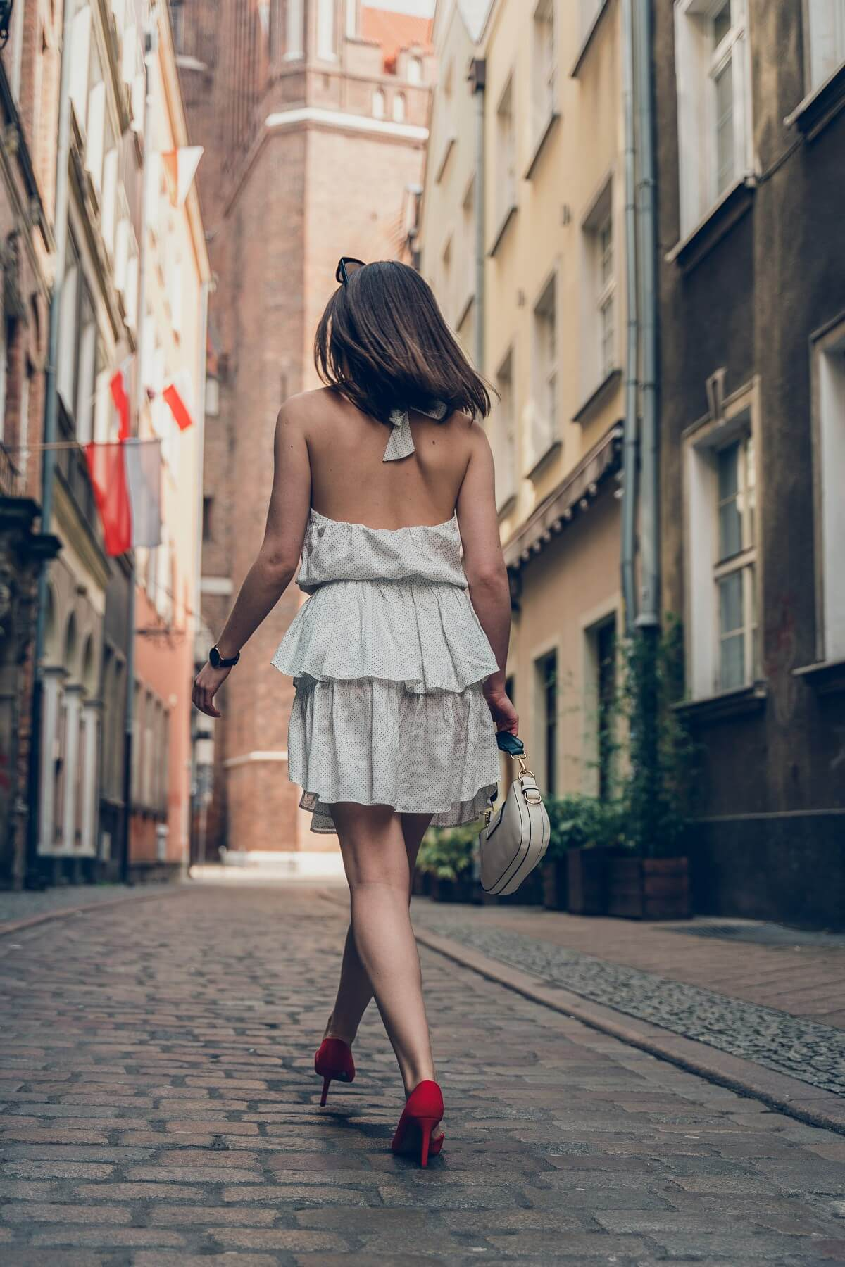 sukienka w groszki z odkrytymi plecami Laurella