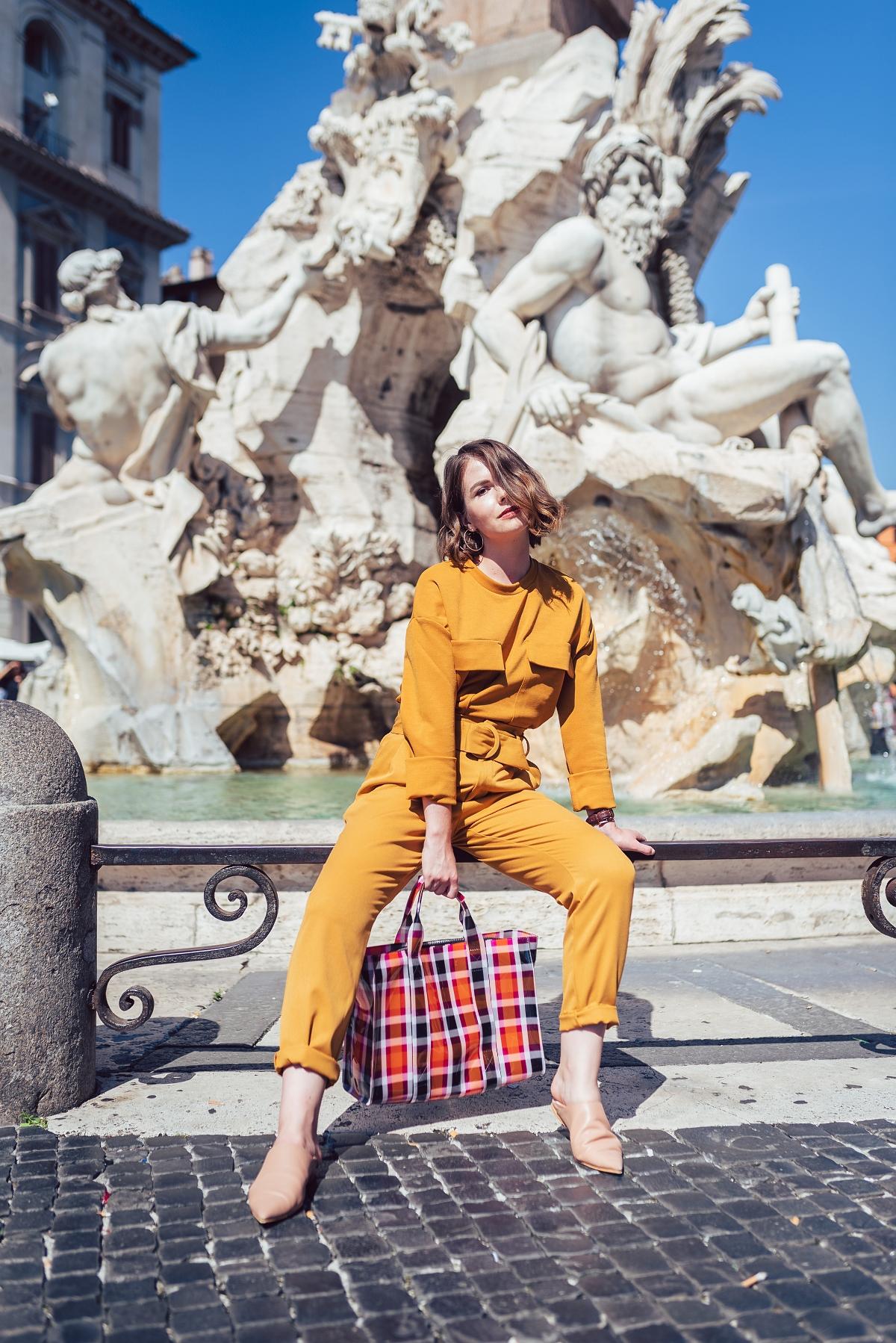 Miodowy pomarańczowy total look Rzym