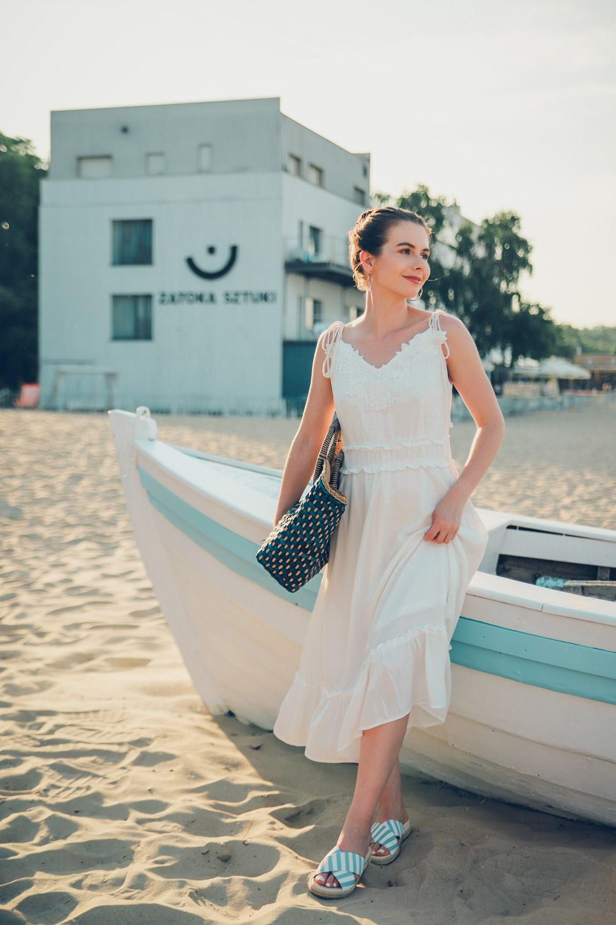 biała sukienka na lato sesja sopot