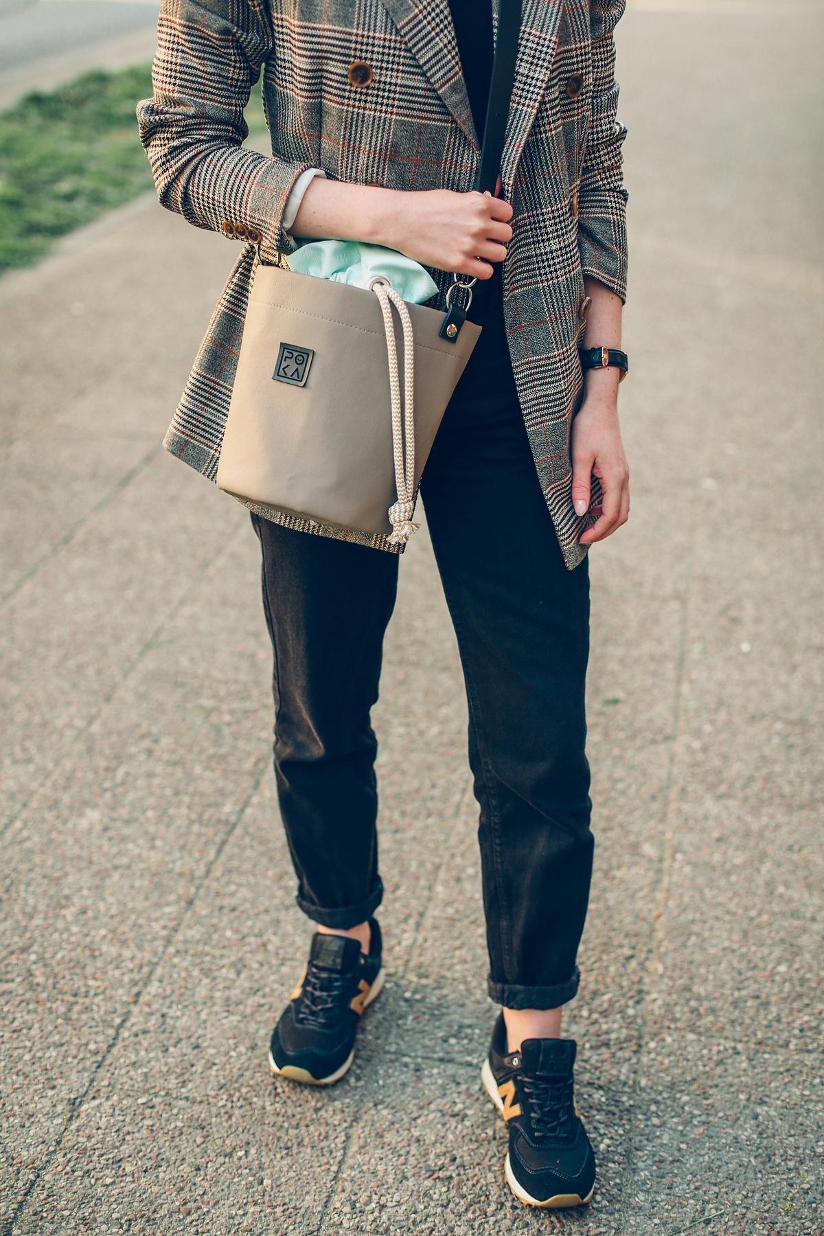 smart casual marynarka w krate torebka poka bags