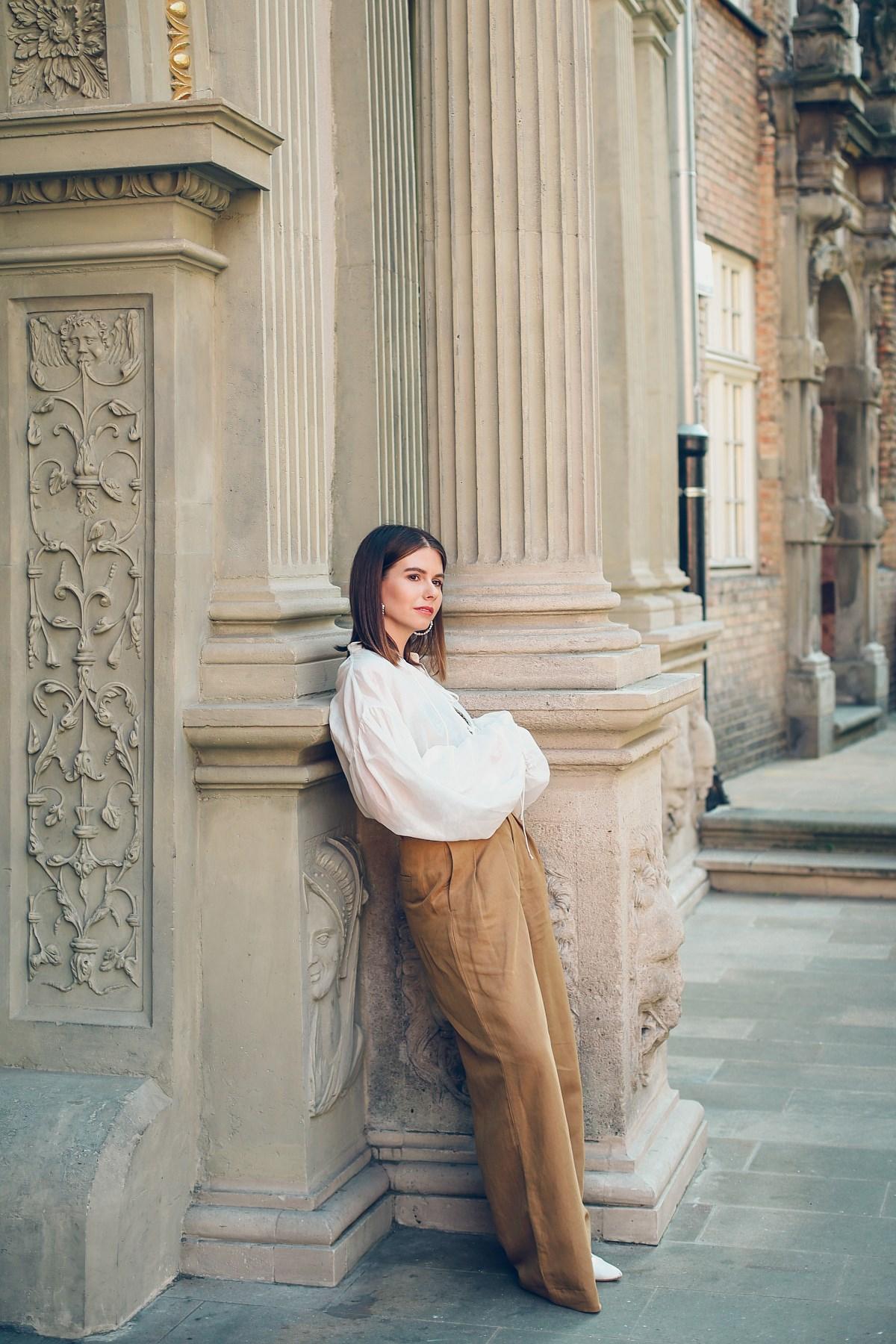 styl safari koszula z bufiastymi rekawami koszyk szerokie spodnie