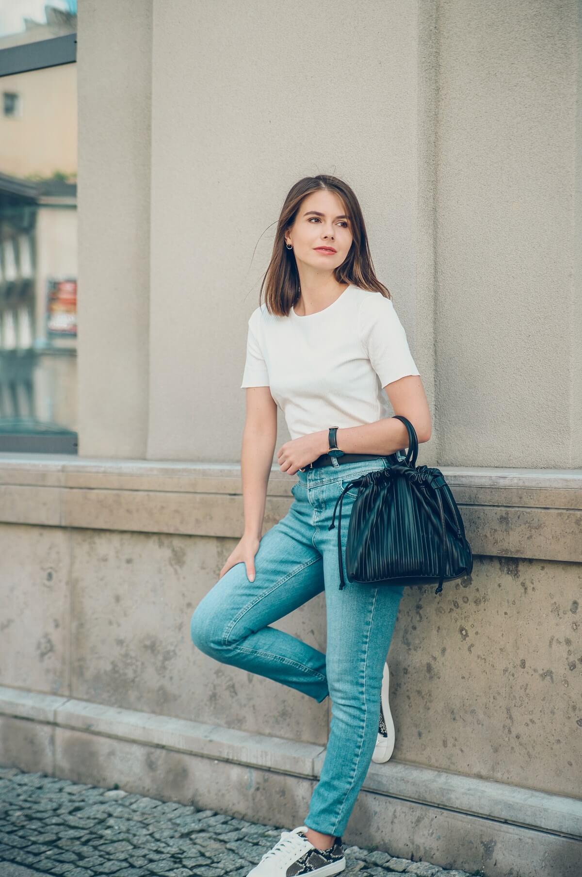 jeans stylizacja tshirt prostota minimalizm
