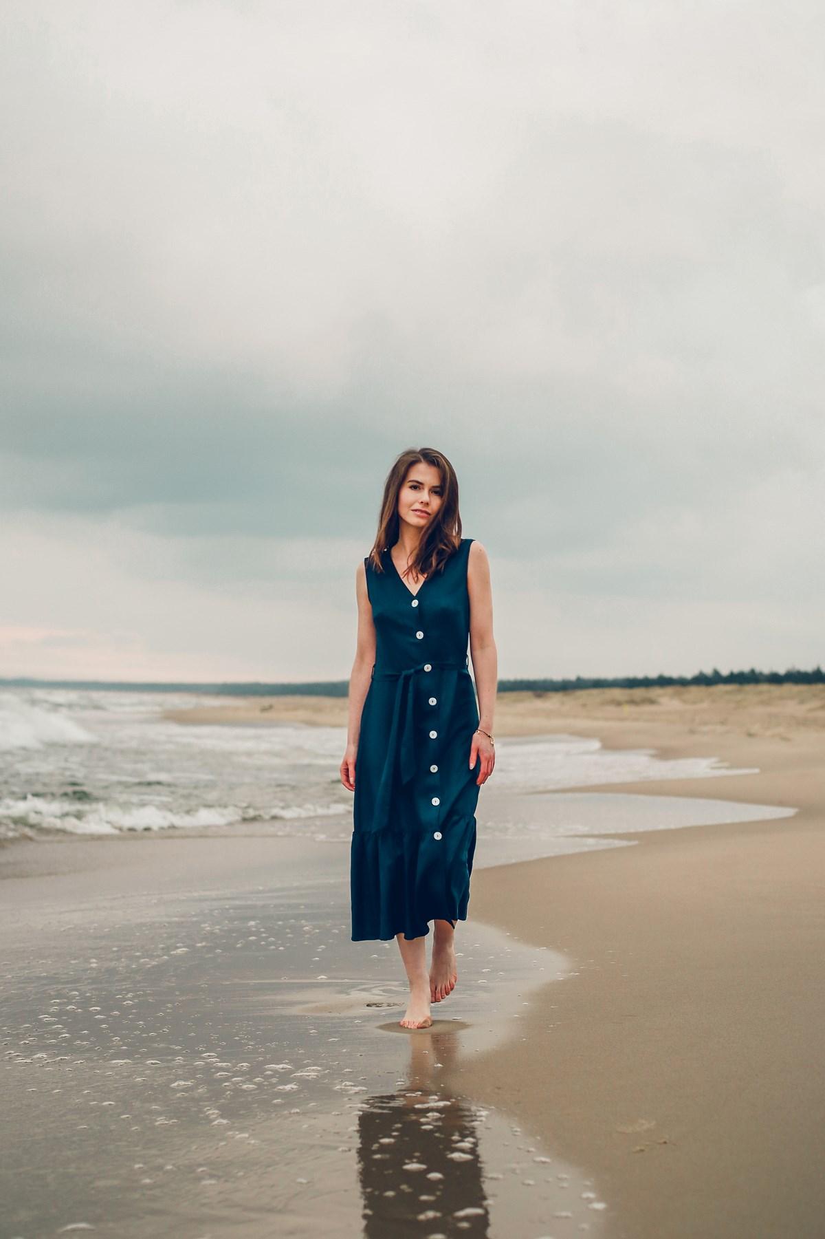 greenpoint lookbook granatowa sukienka sesja nad morzem
