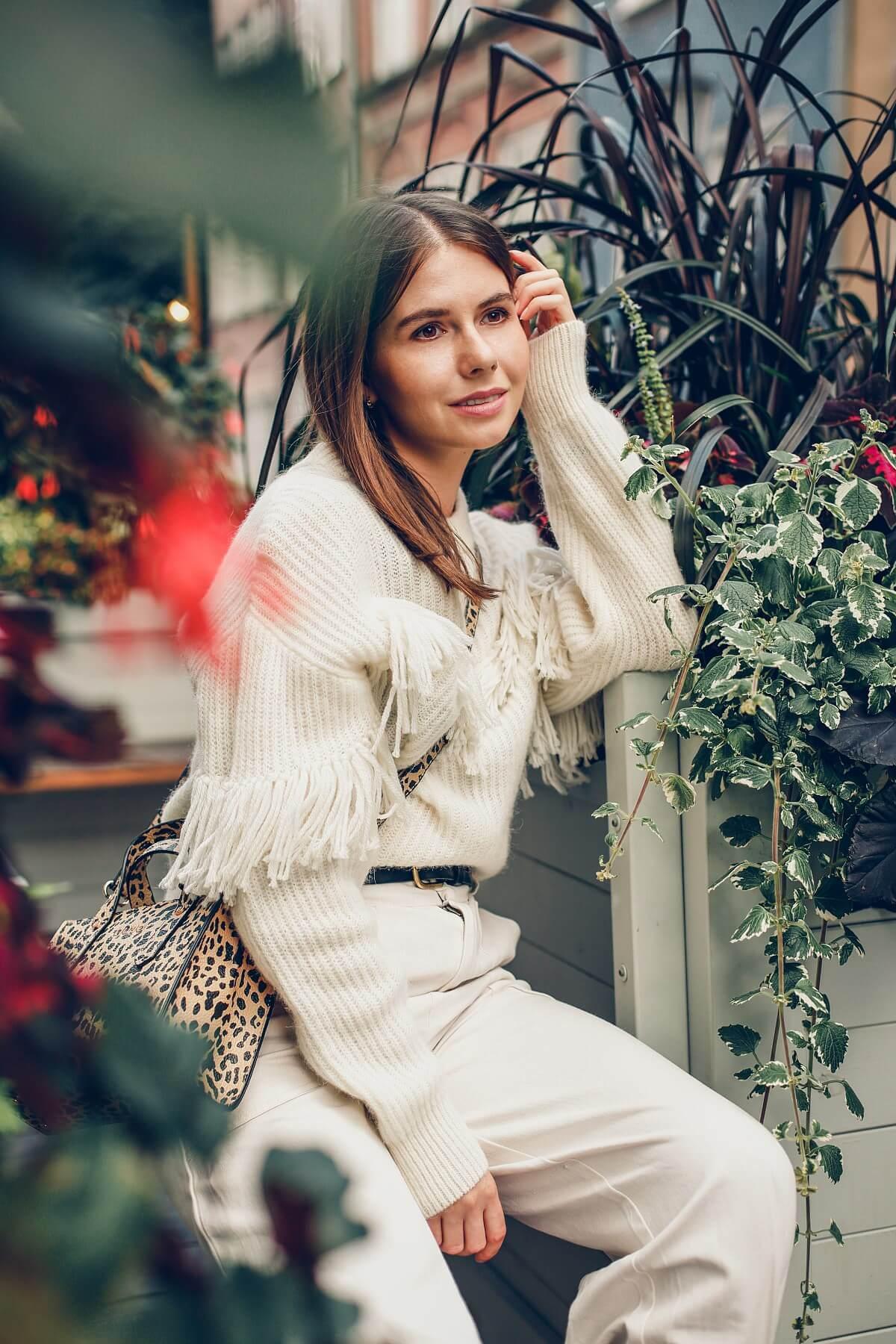 sweter z frędzlami slouchy jesienne trendy forum gdańsk