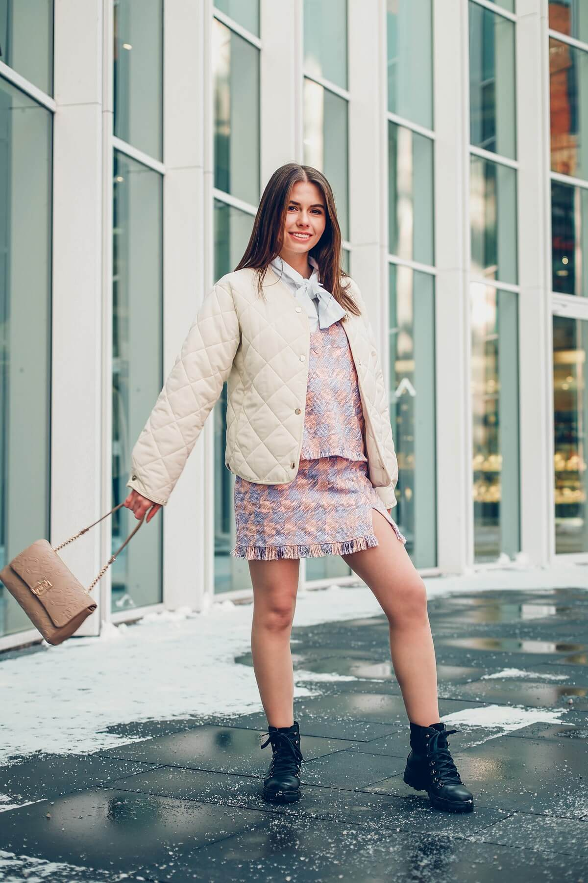 stylizacja à la Blair Waldorf kamizelka,  mini spódniczka, pikowana kurtka