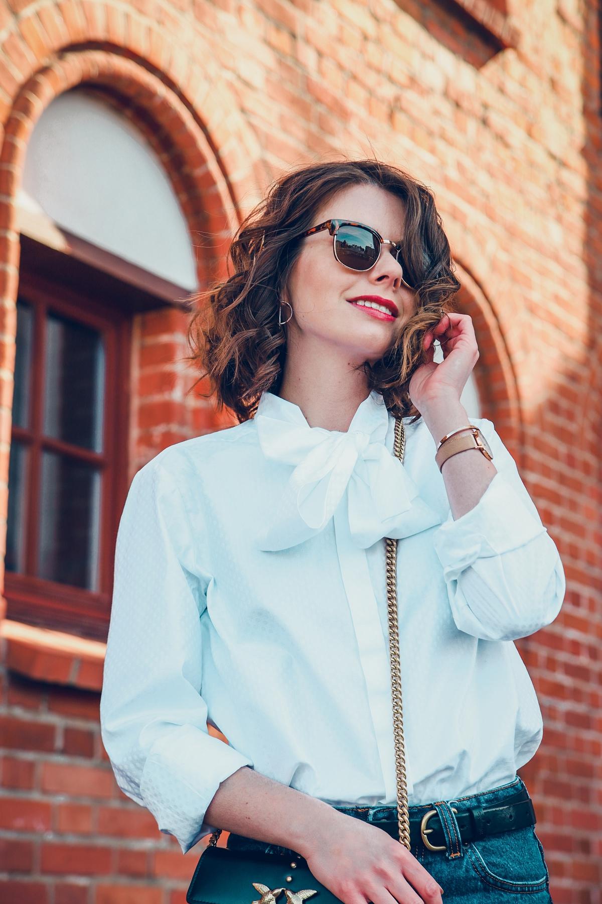 biała koszula wolczanka blog modowy stylizacja mom jeans