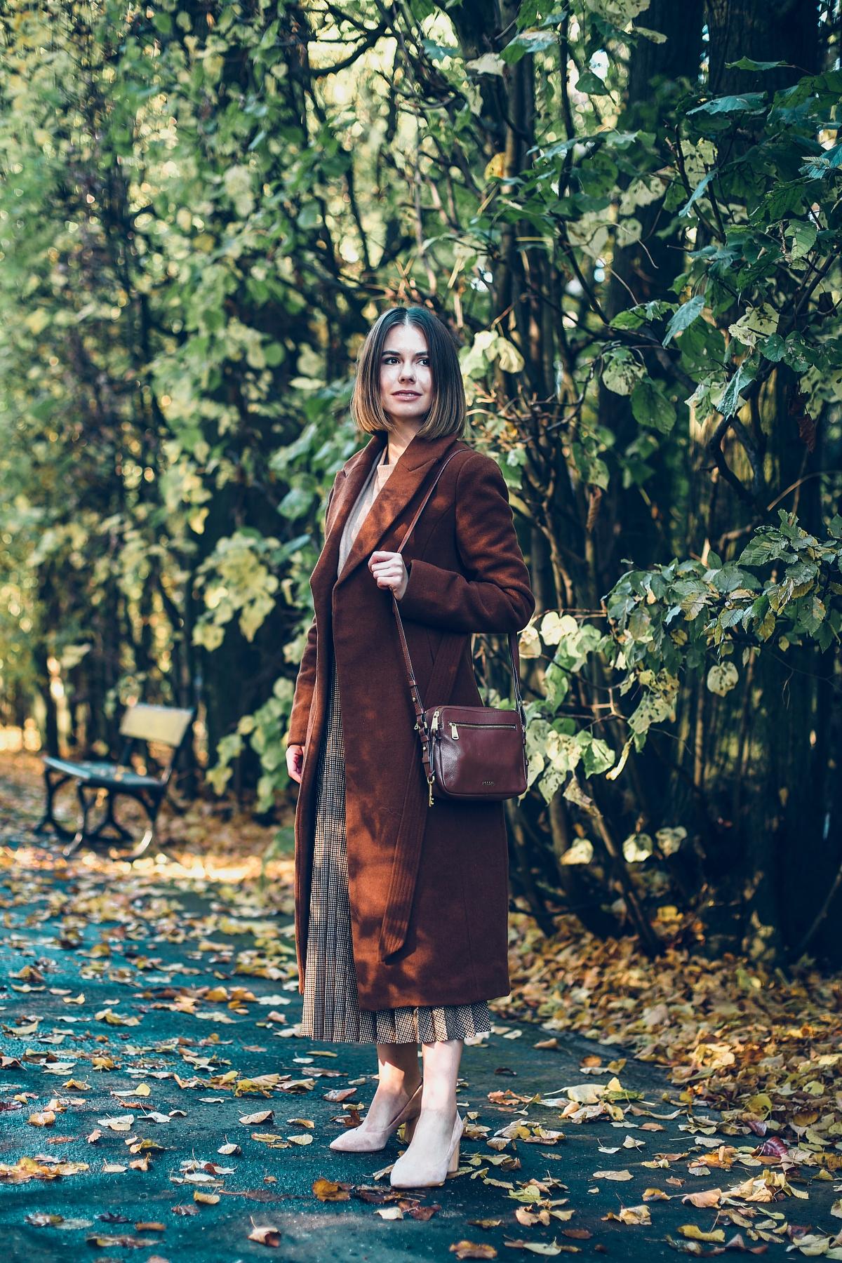 brązowy total look na jesień