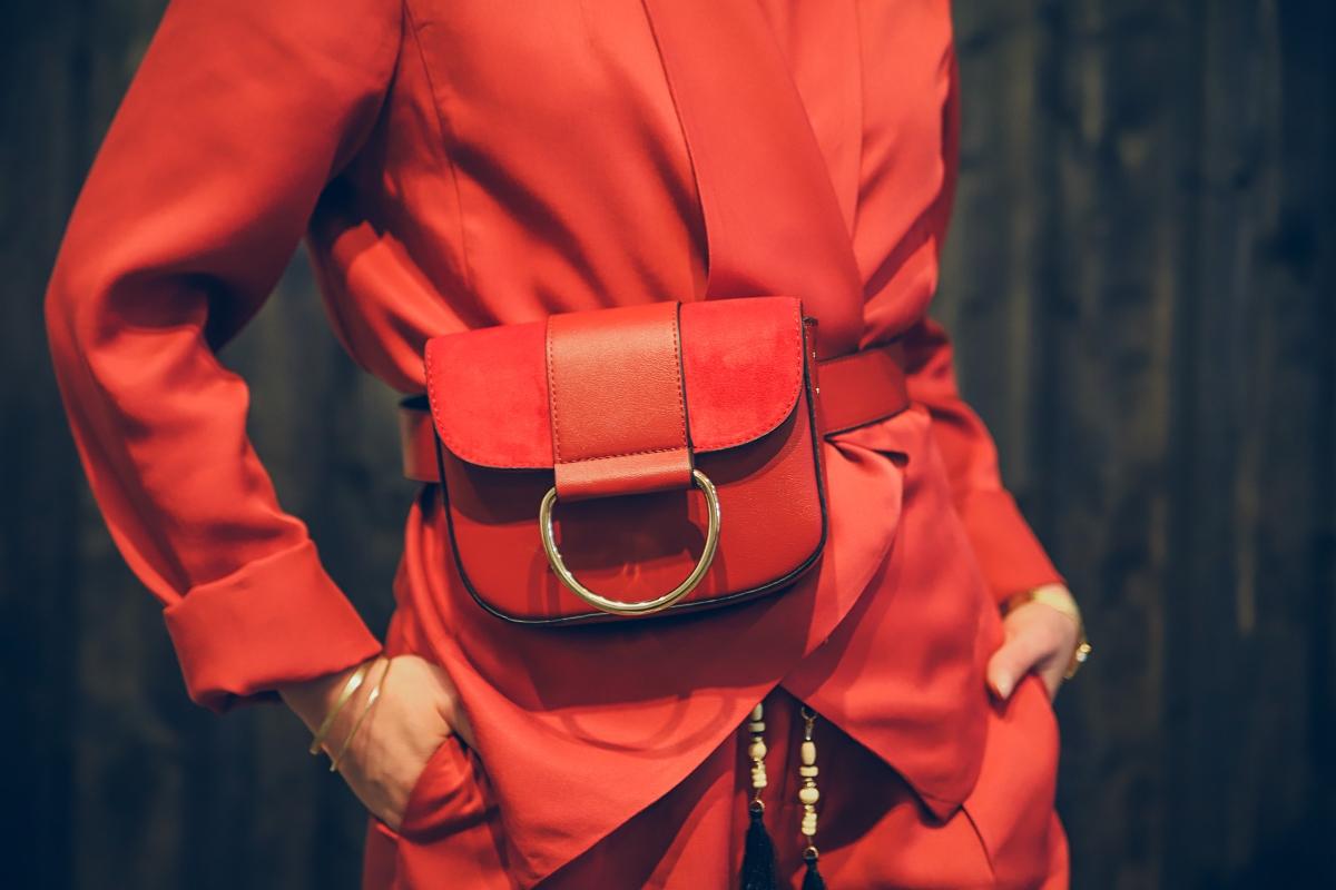 jak nosic damski garnitur