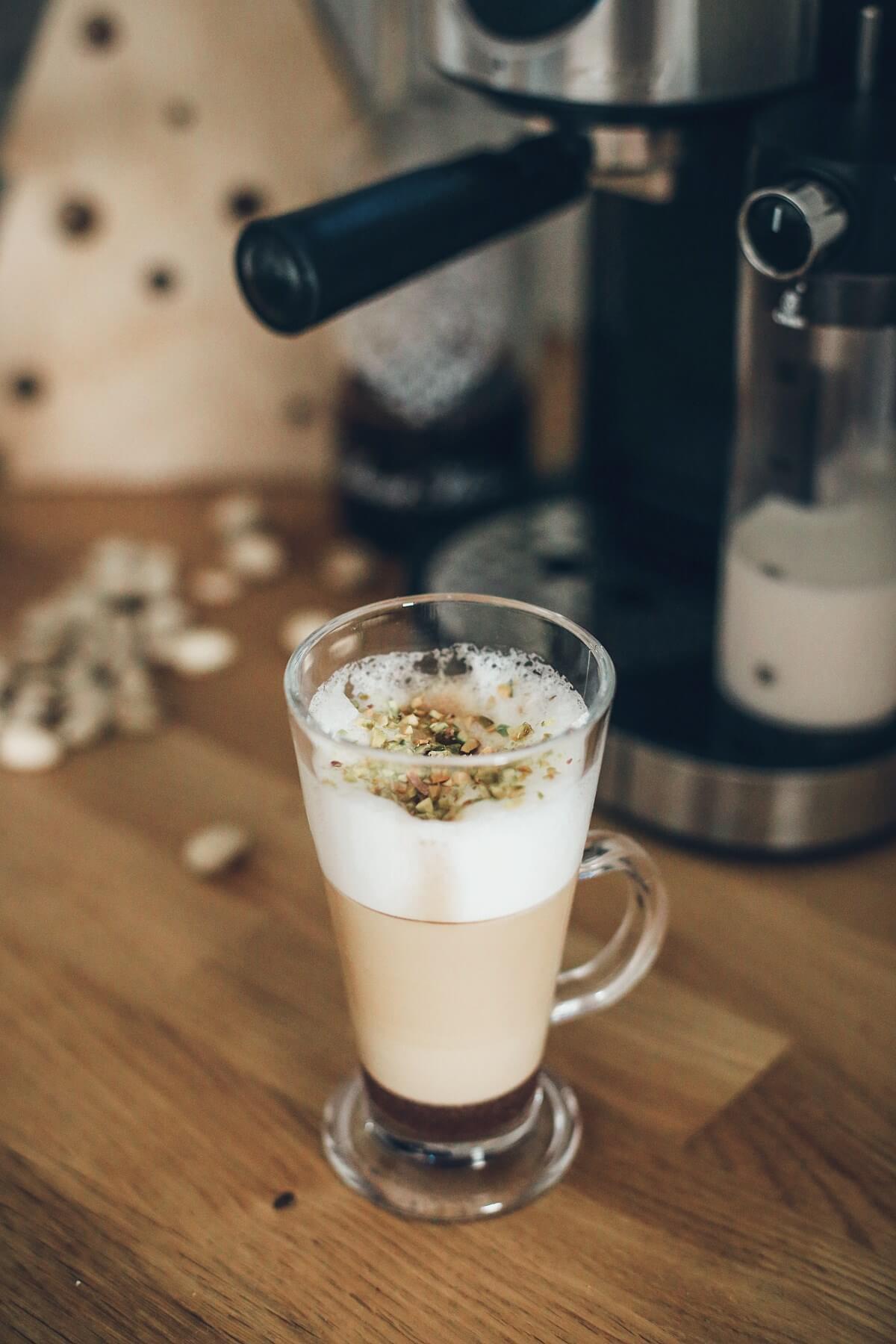 świąteczna kawa z syropem pierniczkowym ekspres mpm