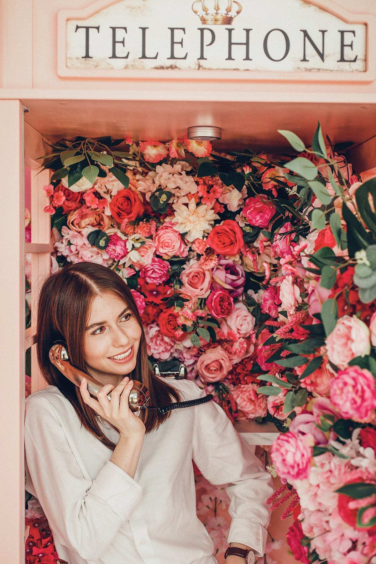 Essens Beauty Bar salon Wrzeszcz różowa budka telefoniczna