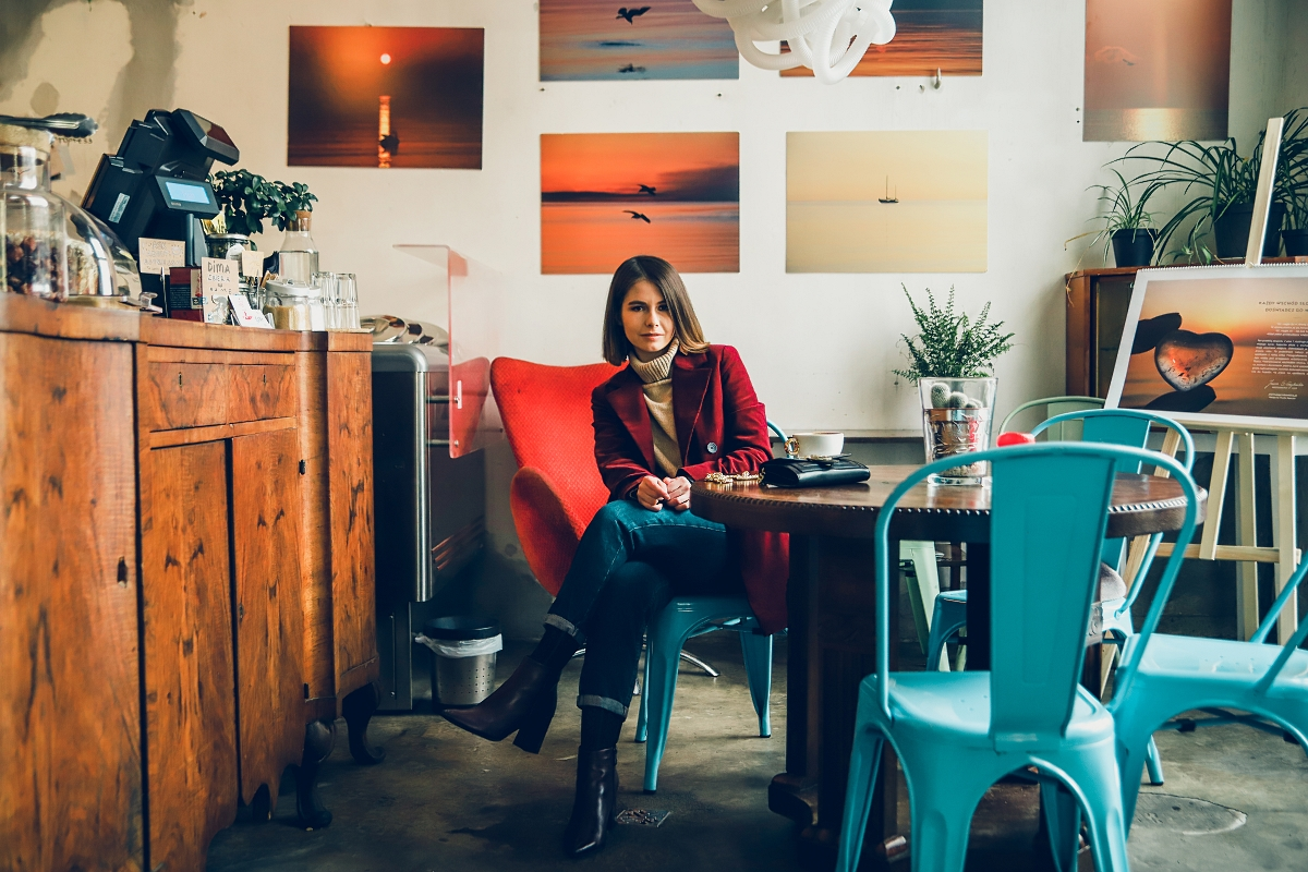 kawiarnia las sopot burgundowa marynarka stylizacja blog modowy
