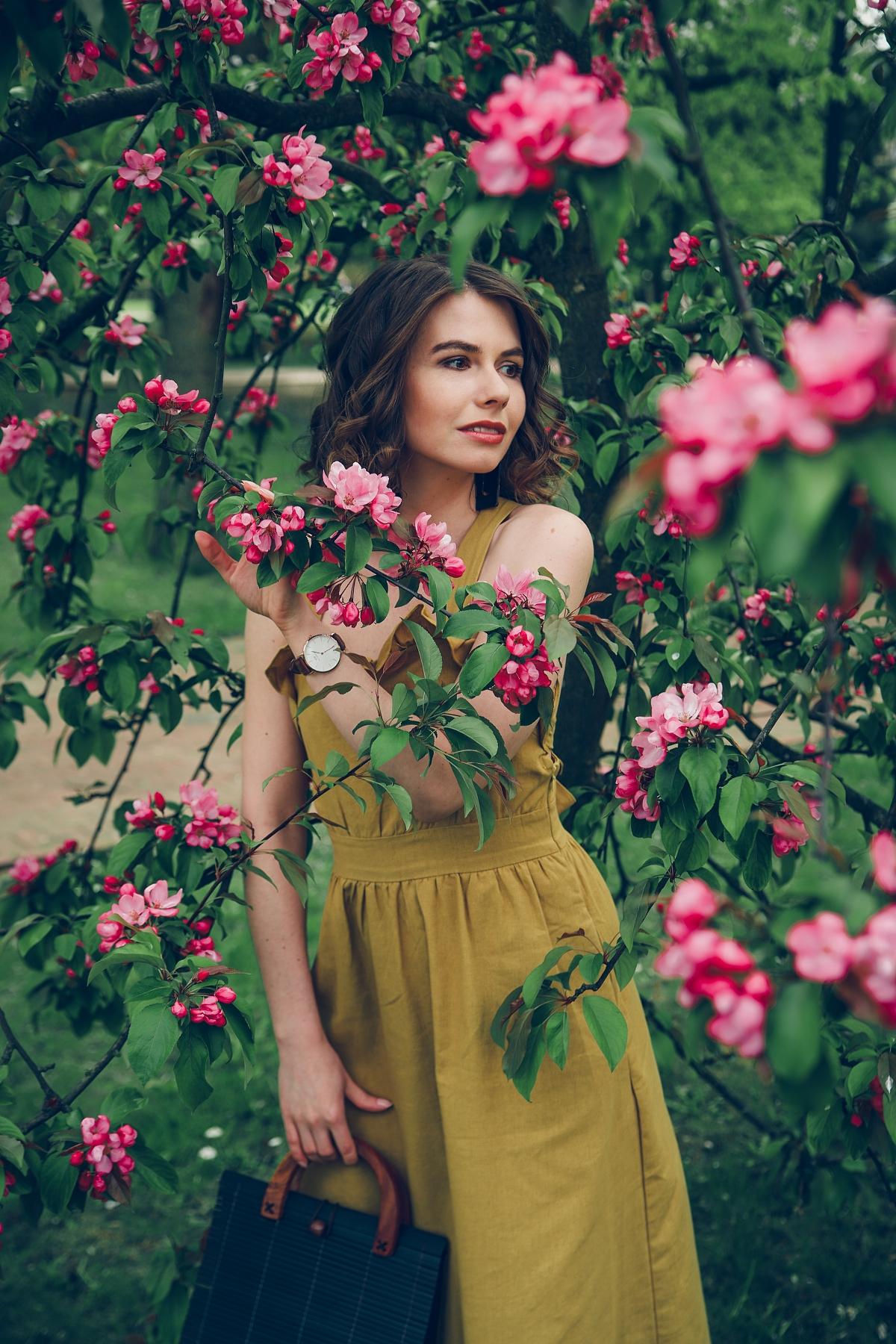 letnia sukienka z falbaną blog modowy stylizacja na lato