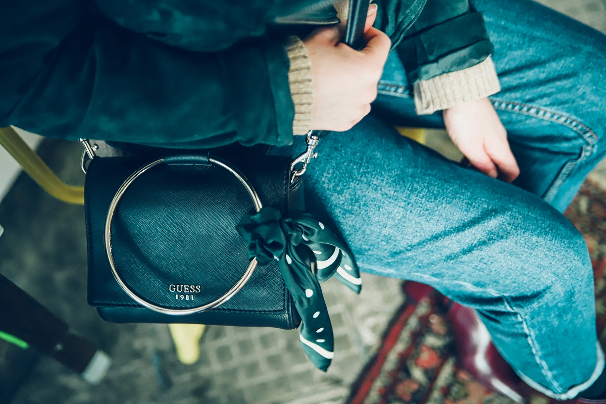 torebka na kole i apaszka