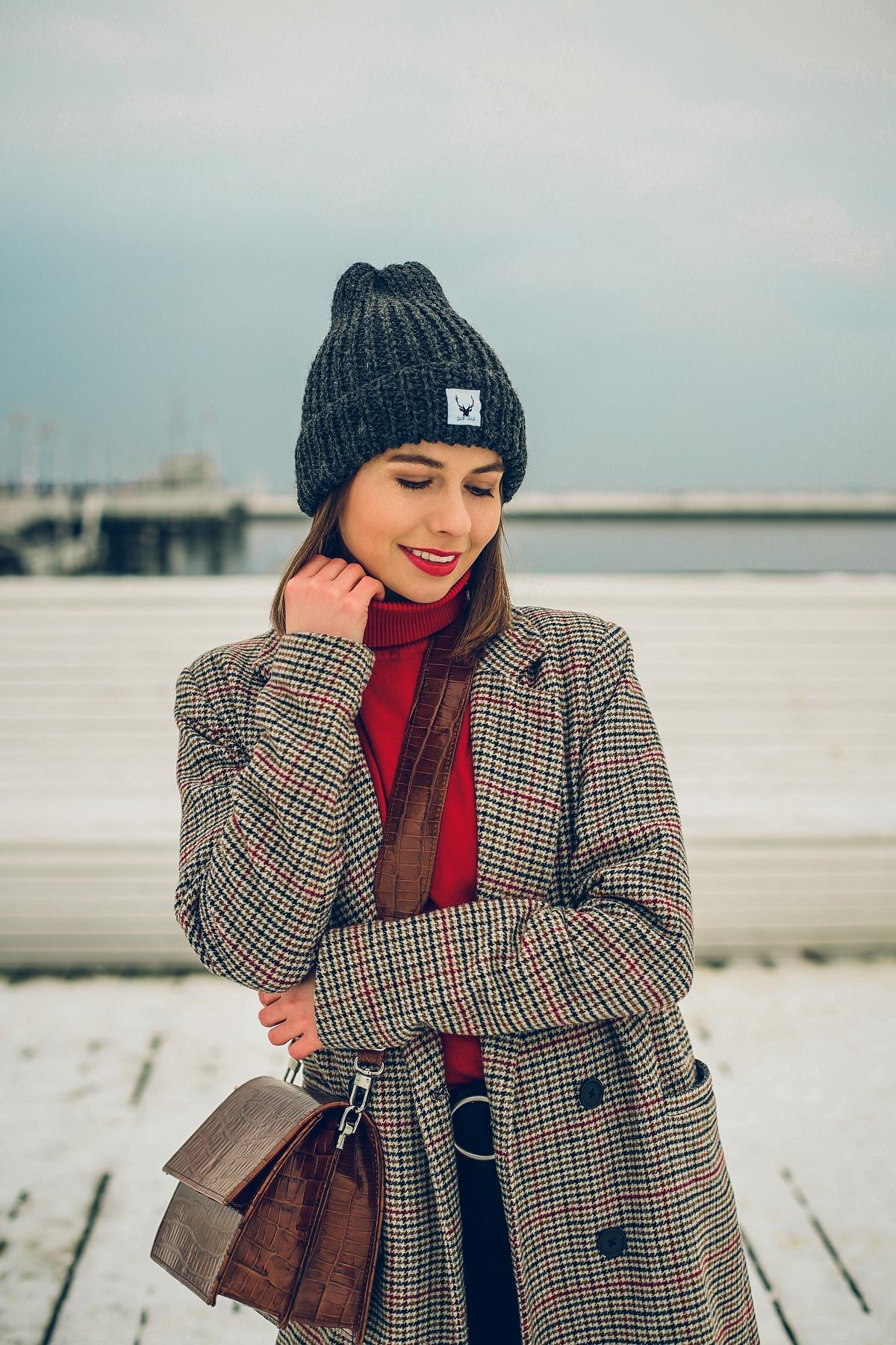 zimowa stylizacja blog modowy czerwony golf sopot torebka fabiola